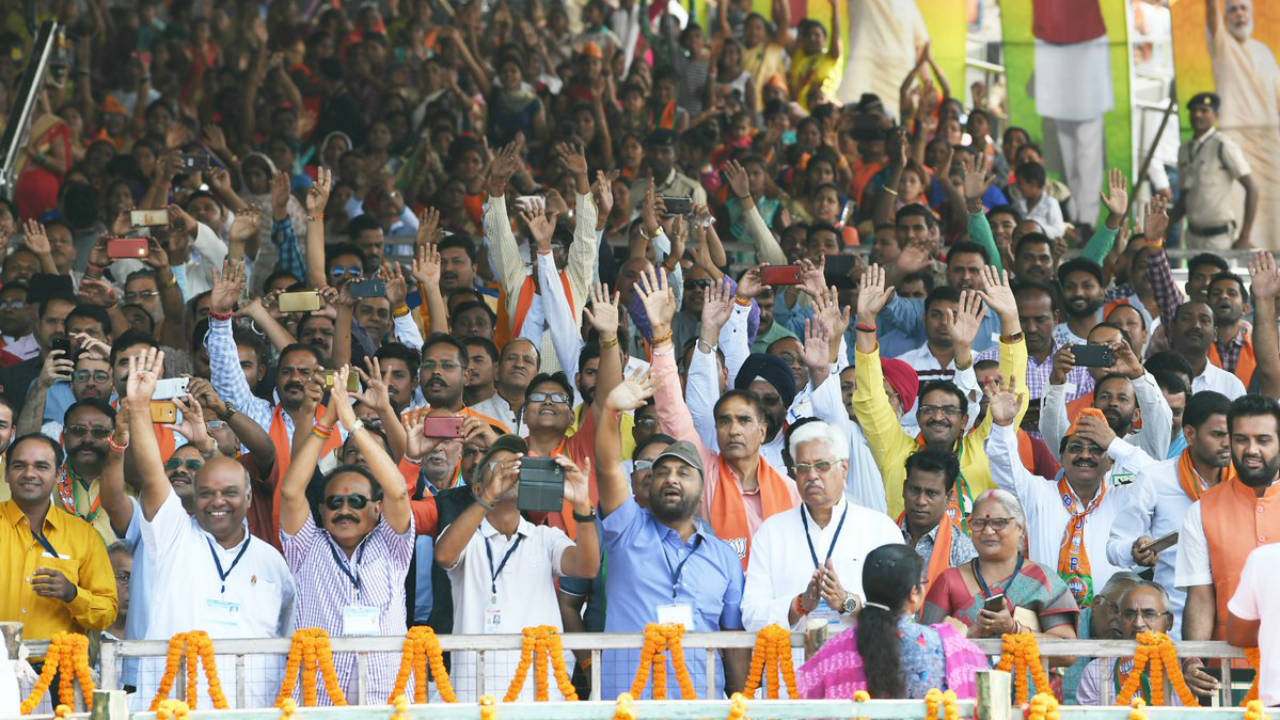 Crowd at a public meeting addressed by Prime Minister Narendra Modi in Bilaspur on November 12 (Image: Twitter/@narendramodi)