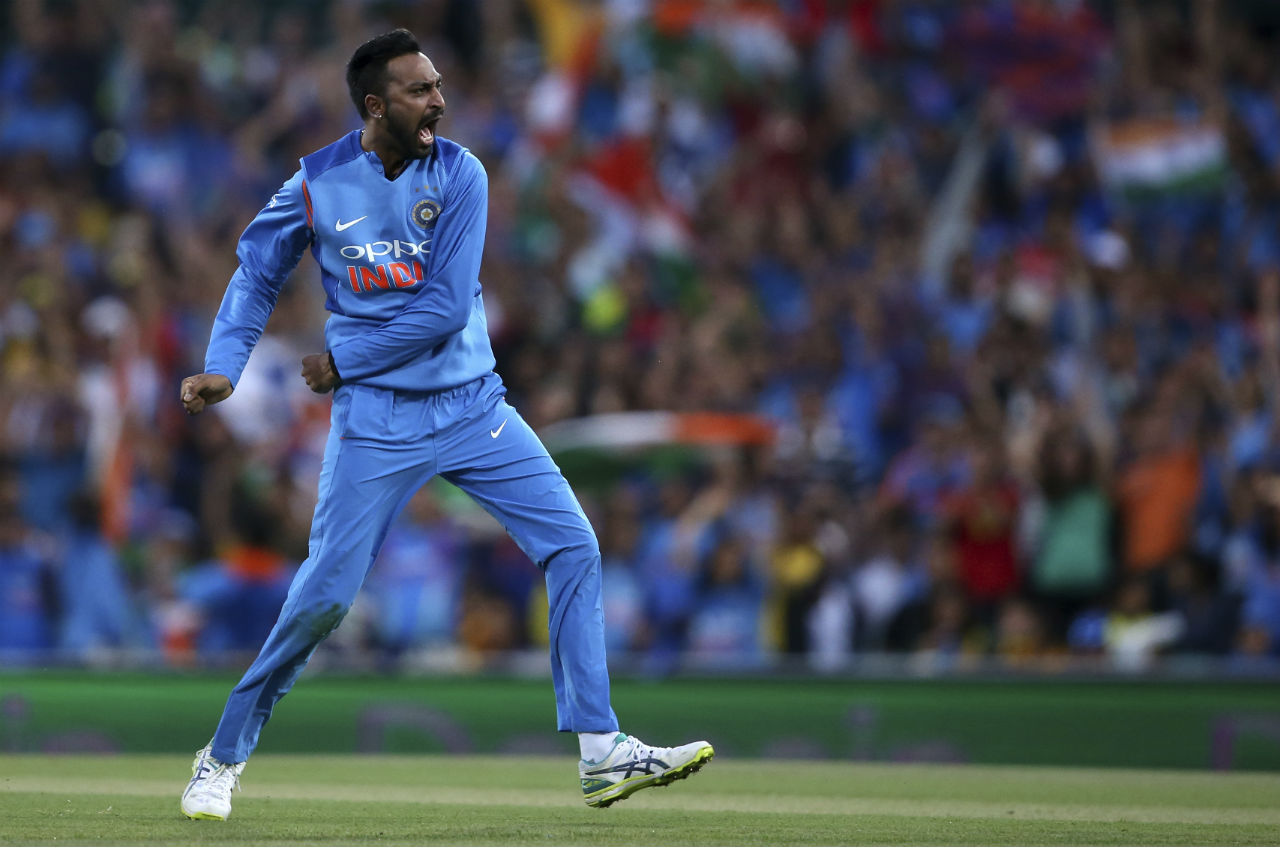 Pandya did more damage to the Australian cause as he picked up the wickets of Glenn Maxwell and Alex Carey. He finished with the figures of 4-0-36-4. (Image: AP)