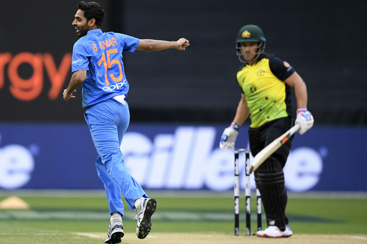 Pacer Bhuvneshwar Kumar gave his team a perfect start as he sent back Aussie skipper on a golden duck. Finch chased an away going delivery only to get a thick outside edge and wicketkeeper Rishab Pant completed an easy catch. (Image: AP)