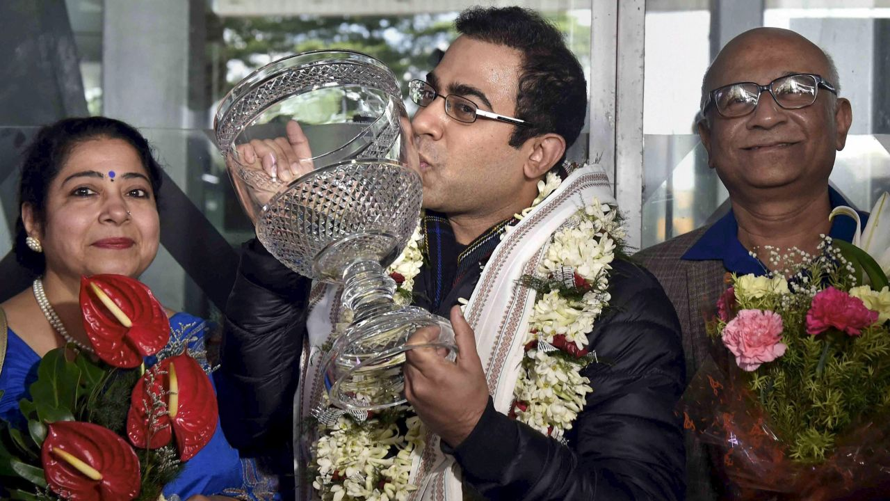 World Billiards Champion Sourav Kothari being welcomed by his parents on his arrival at NSCBI Airport in, Kolkata. (PTI)
