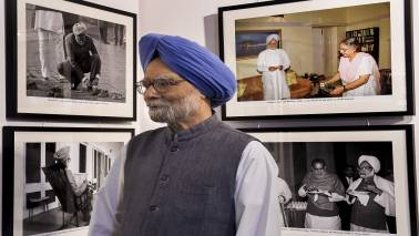 Urjit Patel's resignation 'severe blow' to nation's economy: Manmohan Singh