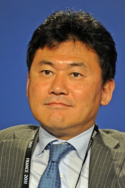 Q2. This Japanese Billionaire known as Hiroshi Mikitani worked at the Industrial Bank of Japan. He owns the Japan's largest e-commerce company. The company is often known as Amazon of Japan. Identify the company.
