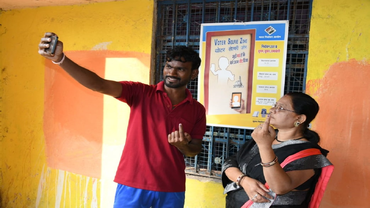 In an innovative initiative, selfie booths have been set up at polling booths across the state for voters to click pictures. (Image: CEO Chhattisgarh/Twitter)