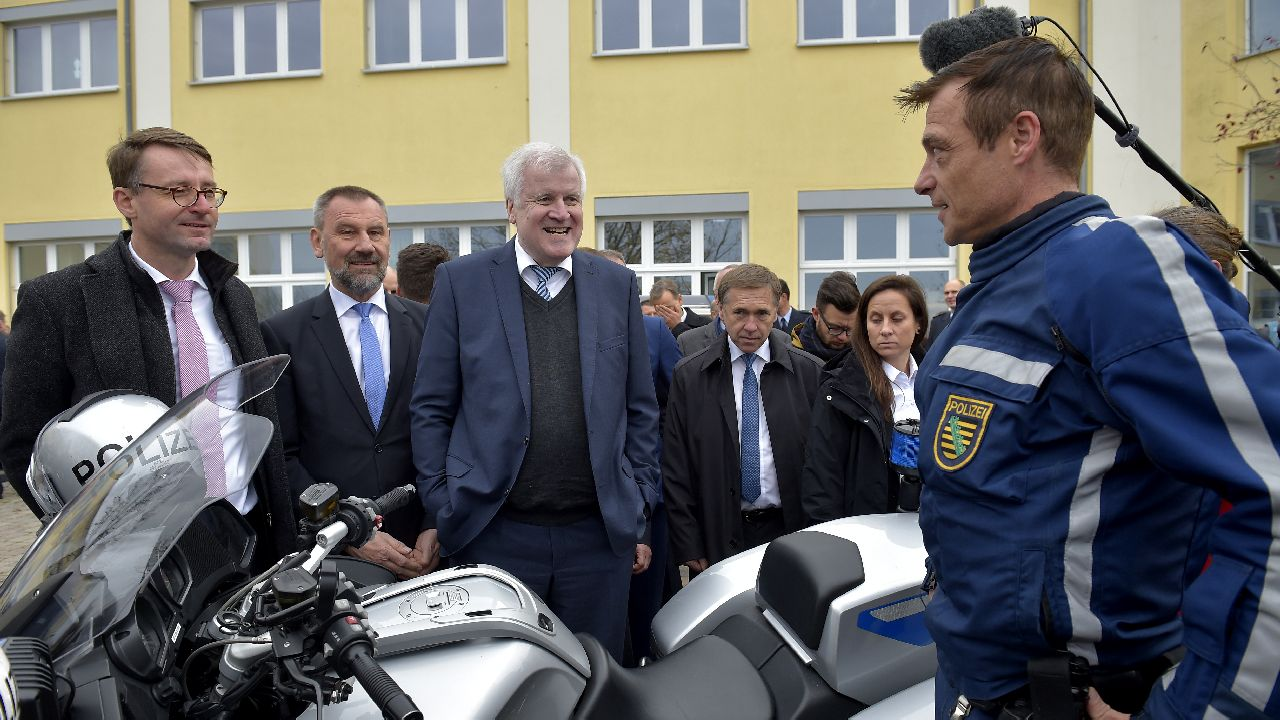Saxony Interior Minister Roland Woeller (L) and German Interior Minister Horst Seehofer visit tracing and competence center of the Federal Police department in Bautzen, Germany. (Image source: Reuters)