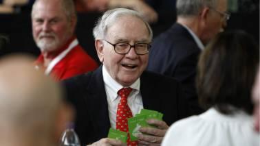 Warren Buffett terms bitcoin a 'gambling device' but sees promise in blockchain