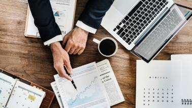 Avoid these 7 mistakes while dealing with your financial advisor