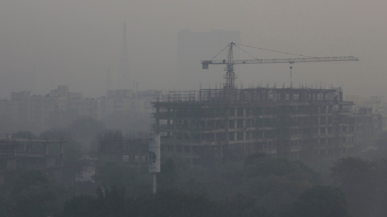 An under-construction building is barely visible as smog engulfs the air in New Delhi on November 1. (Image: Reuters)