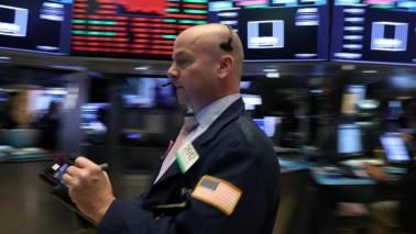 Retail gloom, tech weakness pin down Wall Street