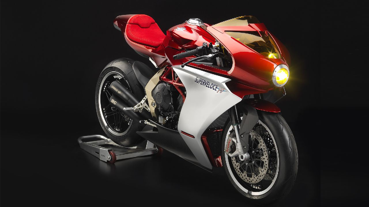 MV Agusta Superveloce 800 | A perfect blend of retro styling mixed in with supersport DNA and a hint of steampunk elements, the Superveloce 800 is based on the F3 800 supersport. Wrapped in carbon fibre bodywork, the Superveloce gets a 798cc three-cylinder producing 146 PS and 88 Nm. (Image source: MV Agusta)