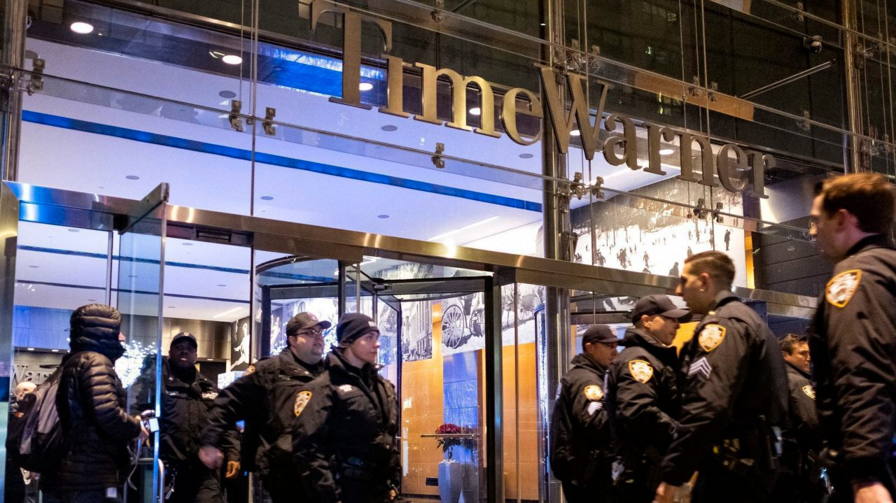 After the building was determined safe, New York City police officers walk from the Time Warner Center in New York. (Image: AP/PTI)