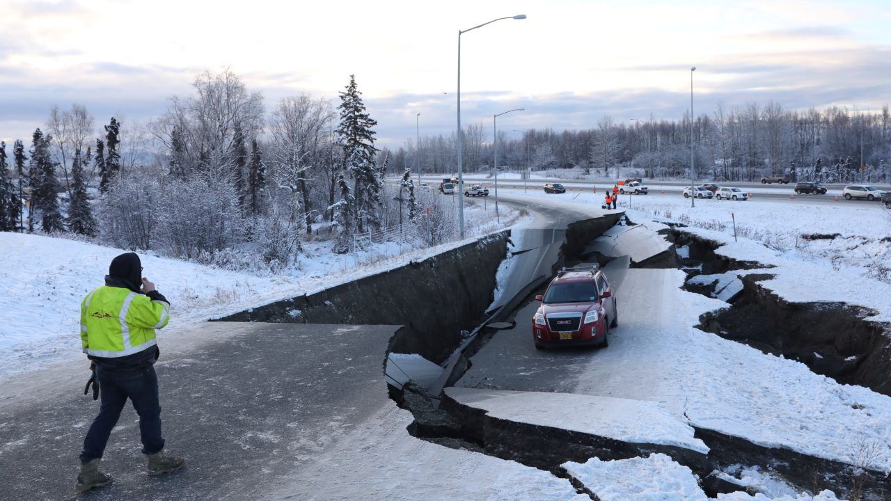 A 7.0 magnitude quake shook southern Alaska on November 30 morning, buckling roads, disrupting traffic and jamming telephone lines in and around Anchorage. Until now, no injuries have been reported. Here's a look at how the quake rattled Anchorage, the state's largest city. (Image: Reuters)