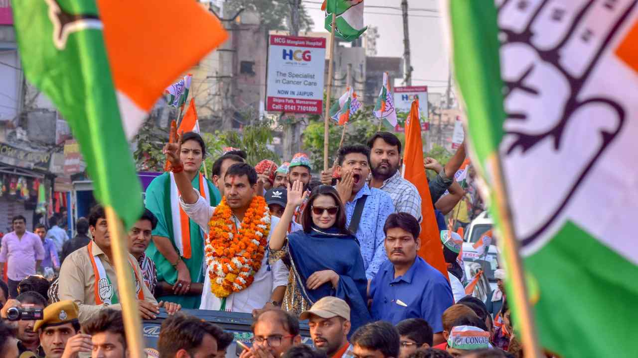 Actor Ameesha Patel at an election rally in Jaipur to support Congress candidates. (Image: PTI)