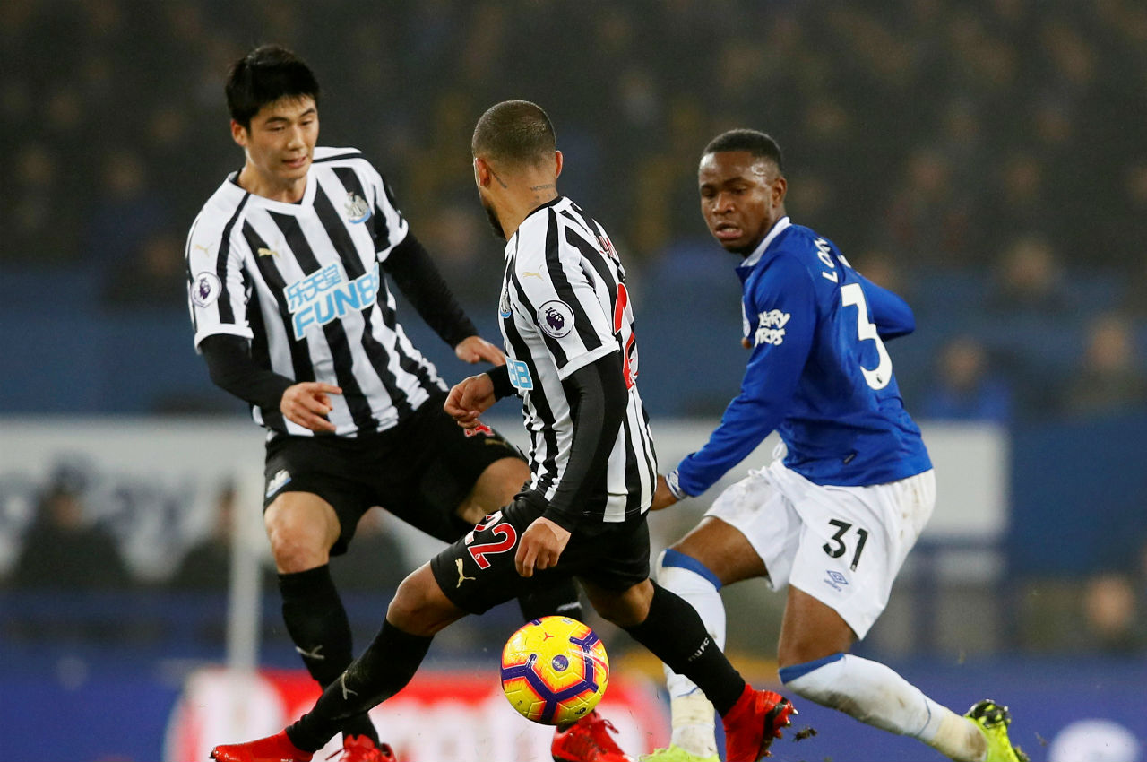 Everton 1 - 1 Newcastle United | Newcastle United left Everton with a point as they scored their first ever goal at Goodison Park. Rafa Benitez's side took lead after 19 minutes when Salomon Rondon lashed past Jordan Pickford. Richarlison then scored a goal (38') for the Toffees as the match ended on a stalemate. (Image: Reuters)