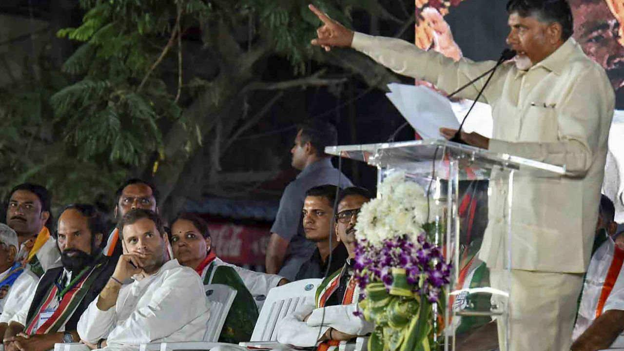 TDP President N Chandrababu Naidu and Congress President Rahul Gandhi at a public meeting in Hyderabad. (Image: PTI)