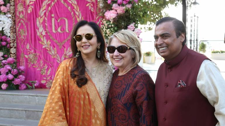 Mrs Nita & Mr Mukesh Ambani receiving Former First Lady of US Ms Hillary Clinton, who arrived at Udaipur for the pre-wedding function of Isha Ambani and Anand Piramal. (Image: Kirby Furtado)