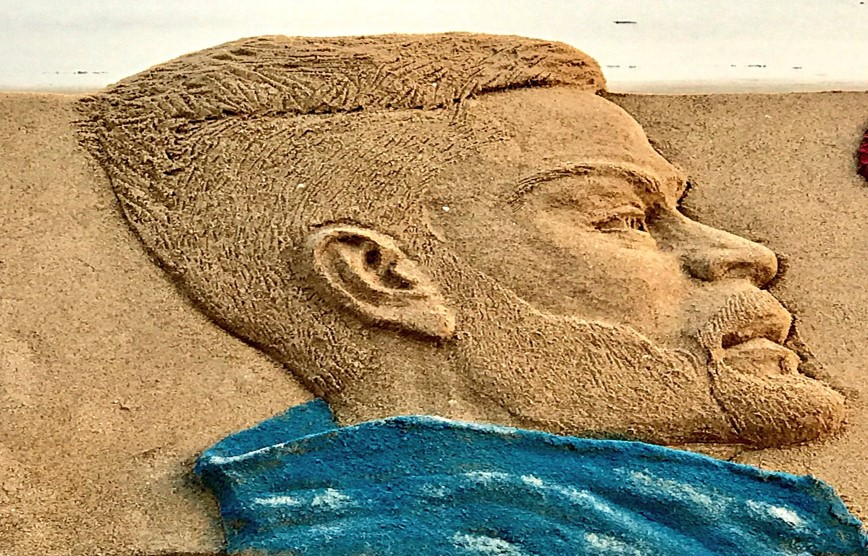 Q15. What is the theme of this sand-art by Sudharshan Patnaik?