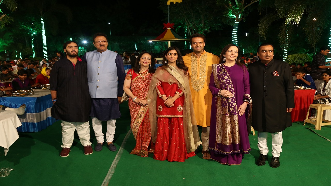 """As a mark of respect and gratitude for Udaipur and to seek blessings for the upcoming wedding of Isha Ambani and Anand Piramal on December 8 and 9, the families commenced a special """"Anna Seva"""" in the city. (Image: Reliance Industries)"""
