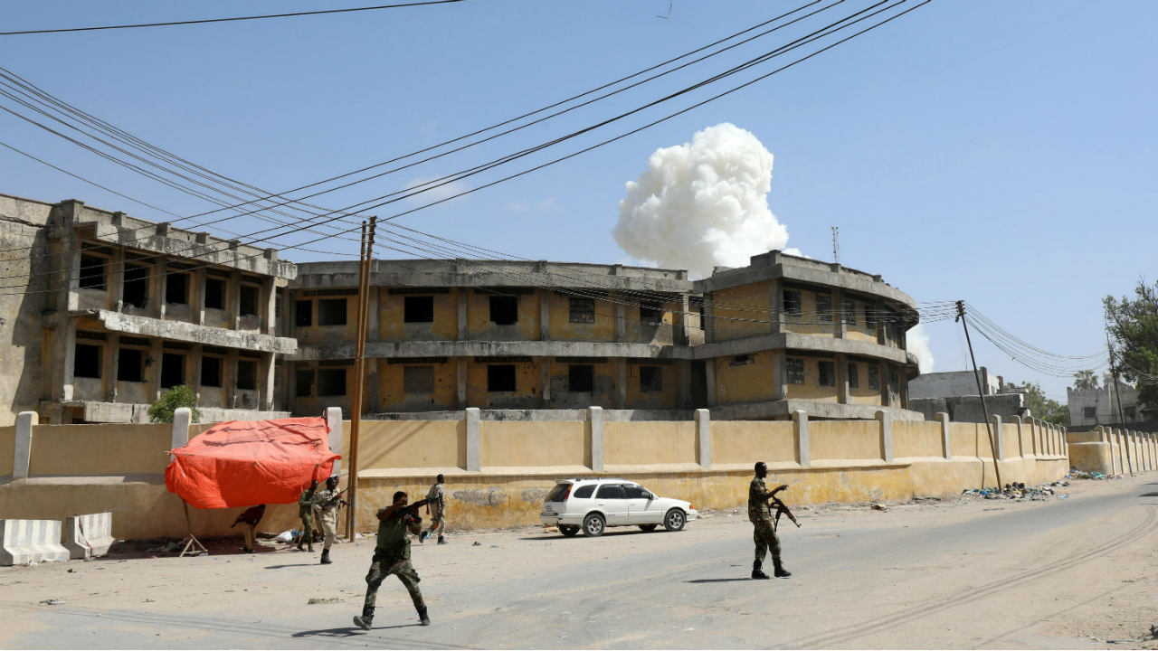 Somali security officers take position after a second explosion near the president's residence in Mogadishu, Somalia. (Image: Reuters)
