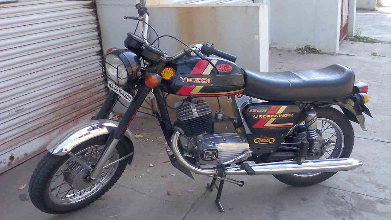 Yezdi Roadking | A fierce competitor and a sibling to the Jawa back in the day, the Yezdi Roadking still made heads turn and jaws drop when it passed by. With Jawa returning to India, it would be only fit to see its rival cousin, Yezdi return as well. (Image credit: Wikimedia Commons)