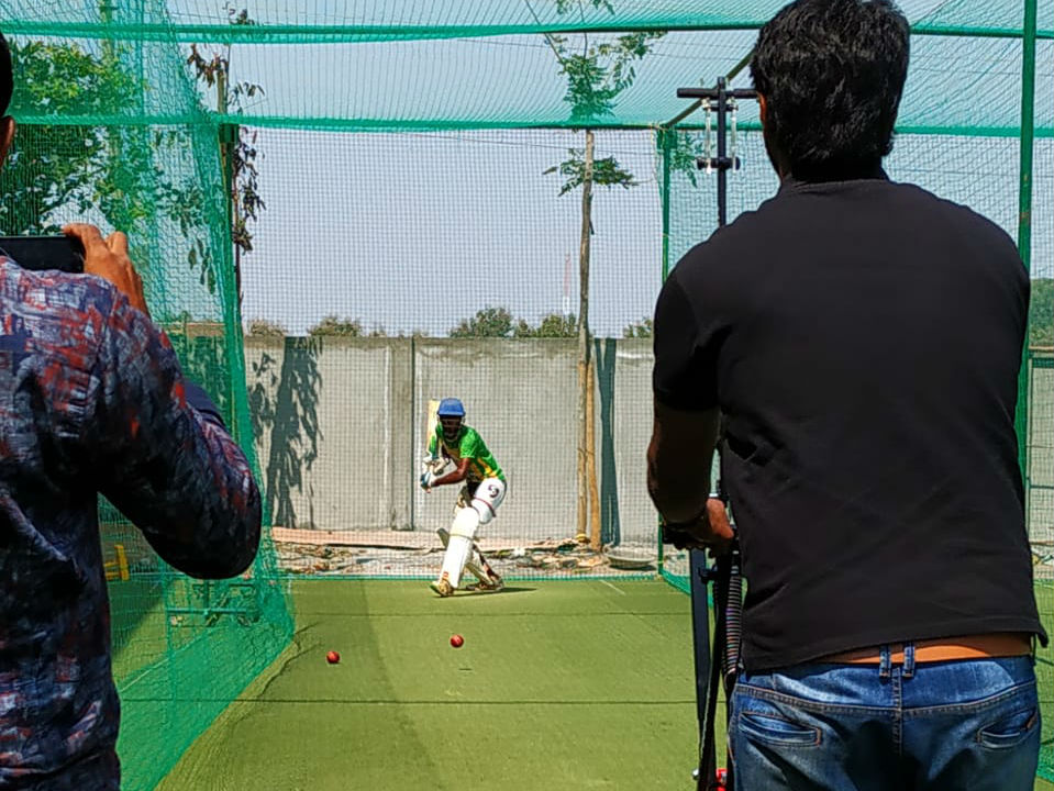 The ball is then placed in the throwing cup and the throwing arm is released using a trigger handle that releases the ball towards the batsman. (Image: Freebowler)
