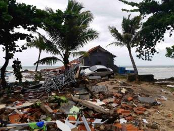 Indonesia hikes danger level for deadly tsunami volcano