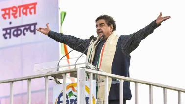Treatment meted out to LK Advani 'shameful', people will give befitting reply: Shatrughan Sinha