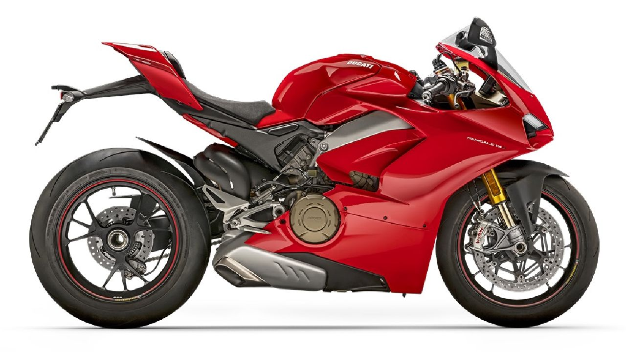 Ducati Panigale V4 S | After Ducati moved on from their iconic L-twin engine layout, and onto the tried and tested V4 layout, with the V4 S being one of the first to receive the update. The Ducati V4 S is beaten by its race-spec sibling the V4 R only in terms of aerodynamics with the V4 R getting fully functional aero winglets t0 help with more downforce. But apart from that, the V4 S is one of the fastest Ducatis in production today and comes with some of the best technologies Ducati has to offer. (Image source: Ducati)