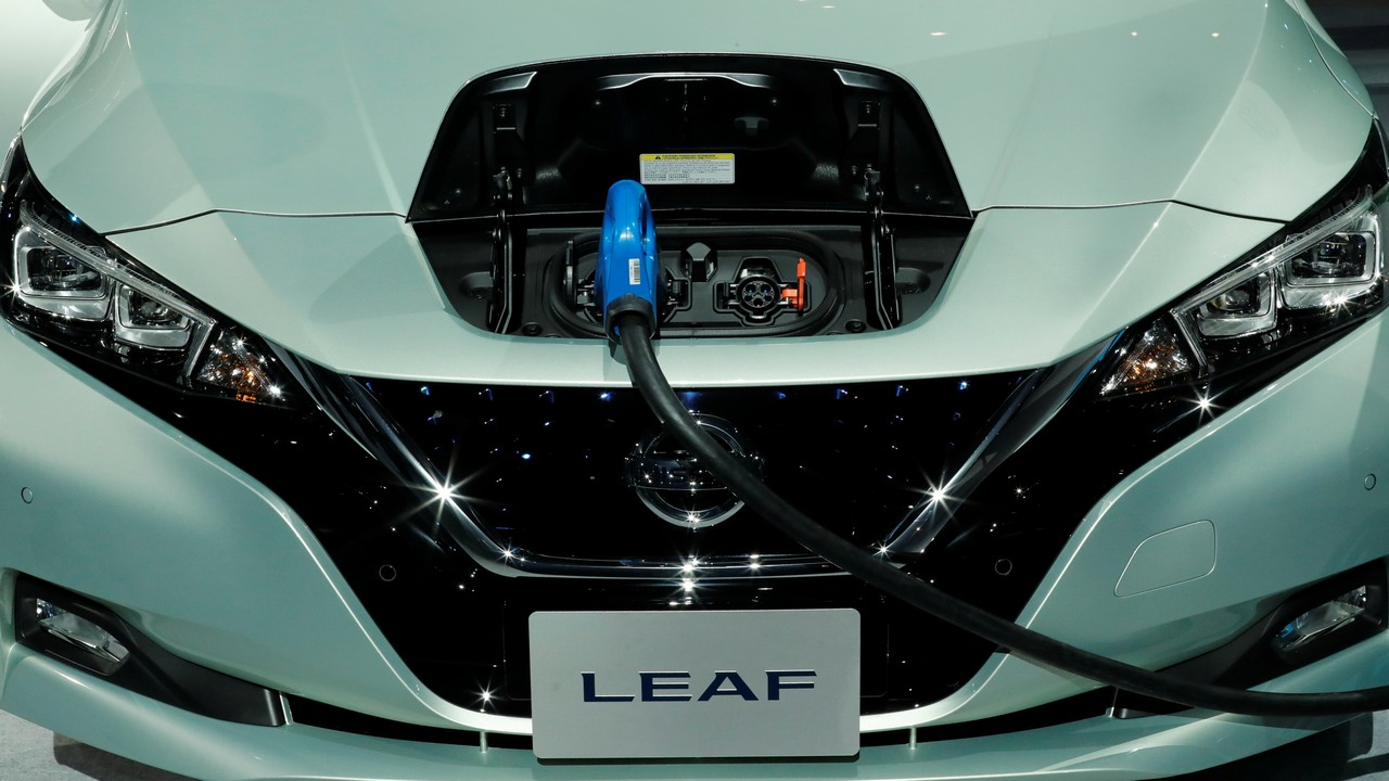 This generation of the Leaf has a bigger 40kWh battery, which makes 148PS and 320Nm. This gives the hatch a 400 km range on a single charge.