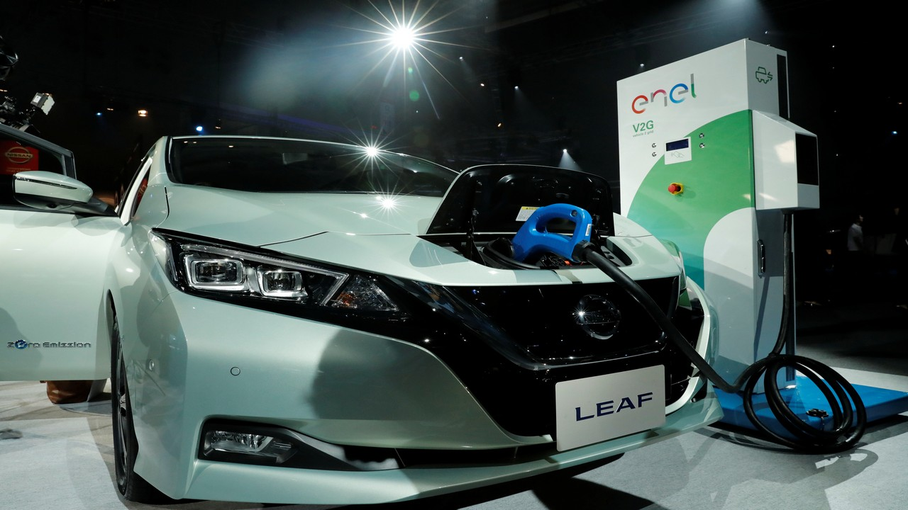 The Nissan Leaf is expected to be priced below Rs 30 lakh mark. Nissan plans to divide its audience with Datsun, so as to focus more on innovative launches, while Datsun handles the beginner segment.