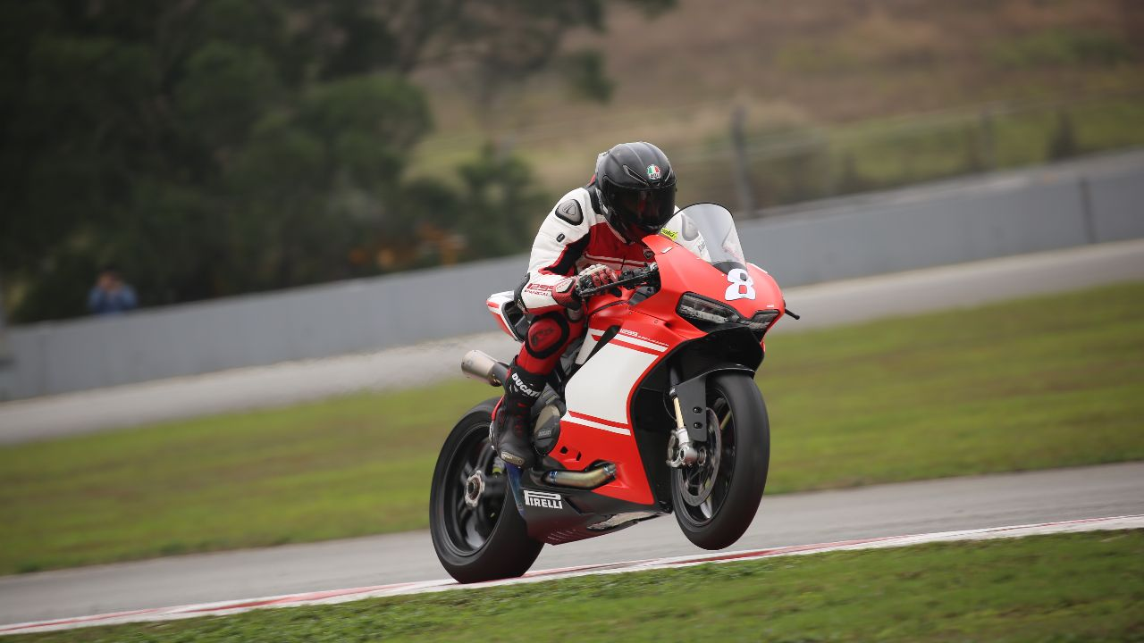 With modern day motorcycle technology advancing with every new launch, it is getting harder to determine which is the best bike. Popular brands like Ducati, Yamaha, and BMW are locking horns in most types of bikes, especially the litre-class sportbike segment. India has a fair number of these street rockets and these are five of our favourites. (Image source: Ducati)