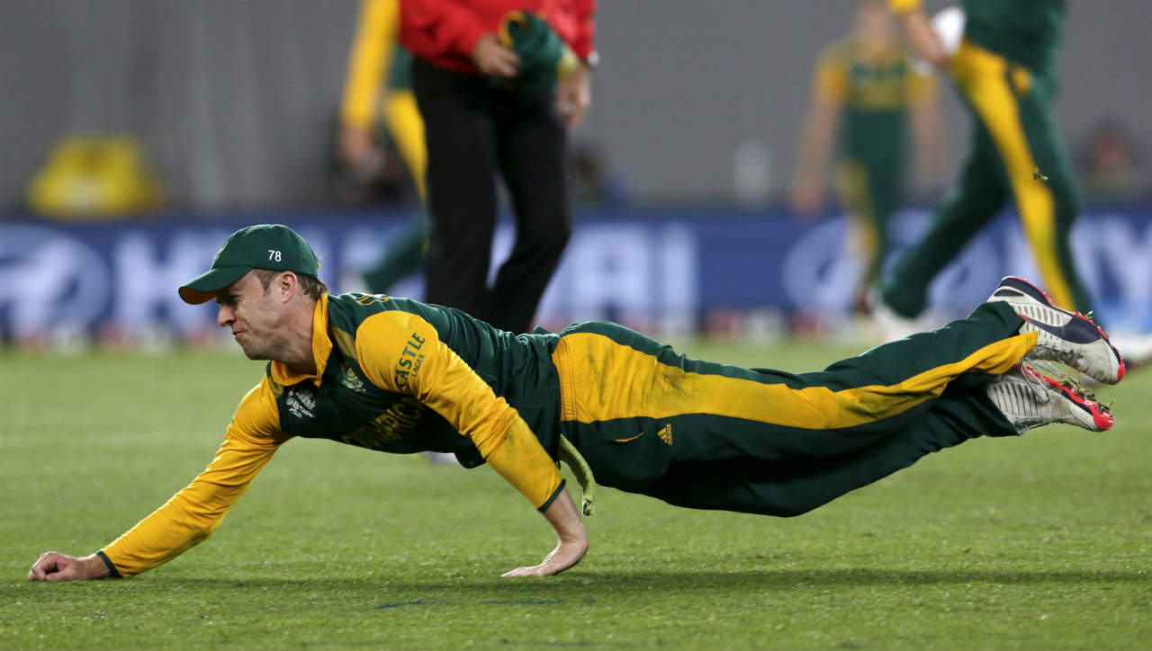For former England cricketer, Micheal Vaughan, de Villiers is nothing short of genius. Vaughan remarked,