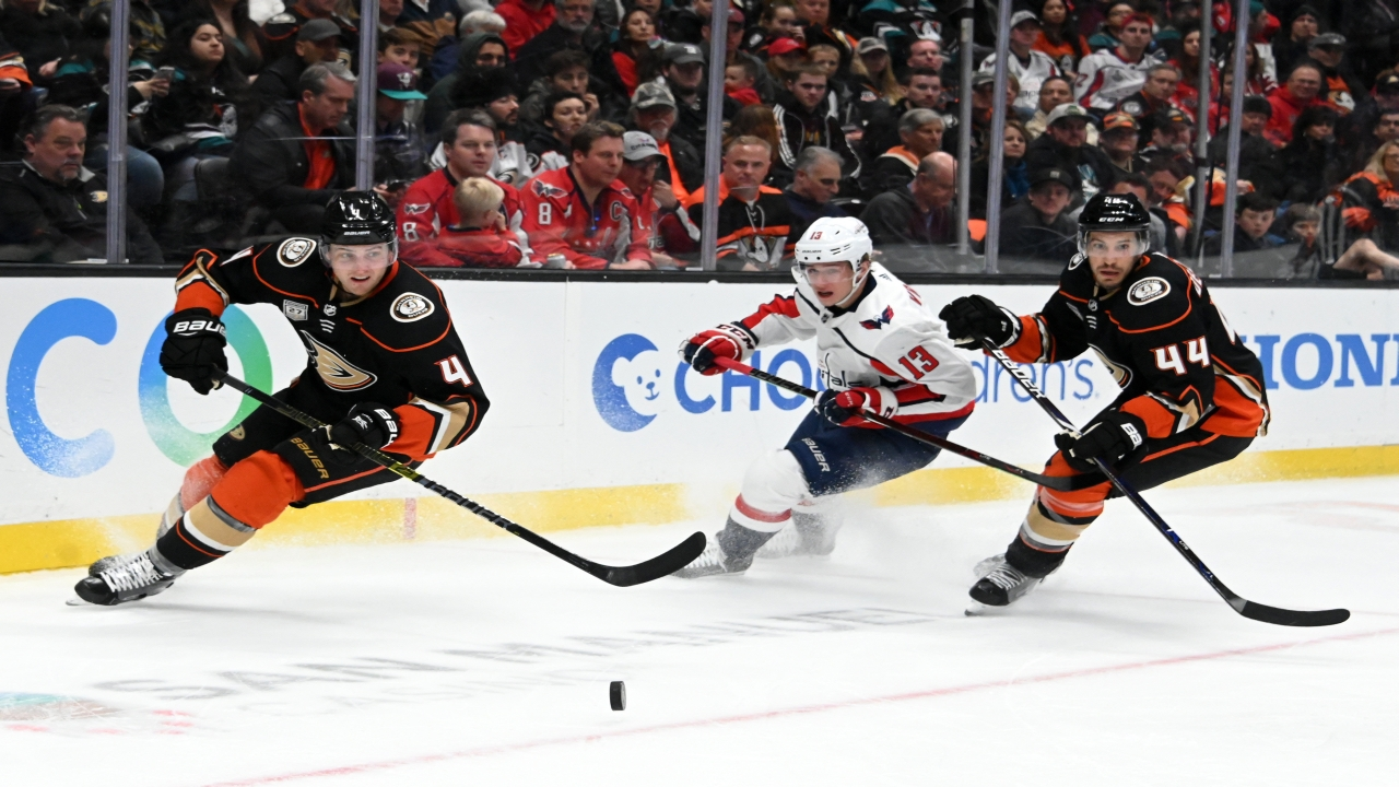 Anaheim Ducks defenseman Michael Del Zotto (44) and defenseman Cam Fowler (4) battle for the puck with Washington Capitals left wing Jakub Vrana (13) in the third period at Honda Center. The Ducks defeated the Capitals 5-2. (Image: Reuters)