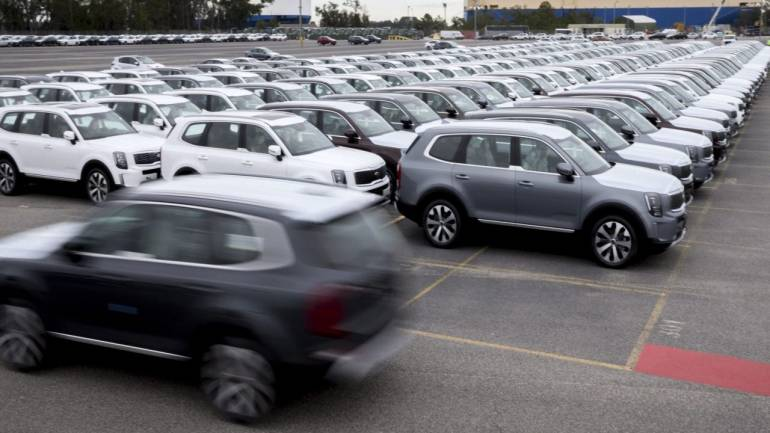 Feb auto sales data expected to be mixed on weak retail demand