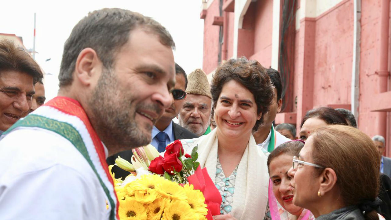 All India Congress Committee (AICC) General Secretary for Uttar Pradesh (East) Priyanka Gandhi Vadra (right) and Congress President Rahul Gandhi (left) being welcomed at the Lucknow airport in Uttar Pradesh. (Image: Twitter/@INCIndia)