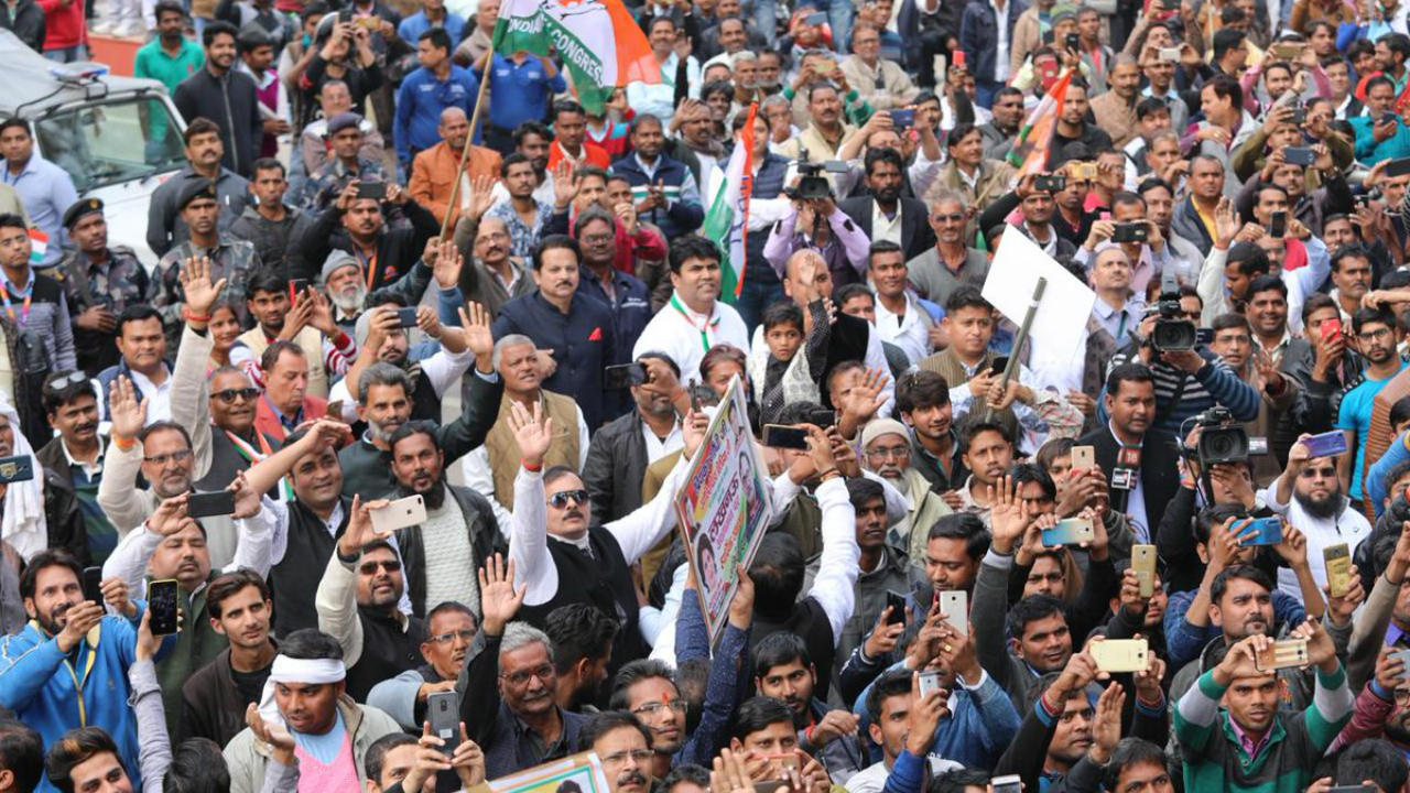 Image of the crowd during Congress' roadshow in Lucknow, Uttar Pradesh. (Image: Twitter/@INCIndia)