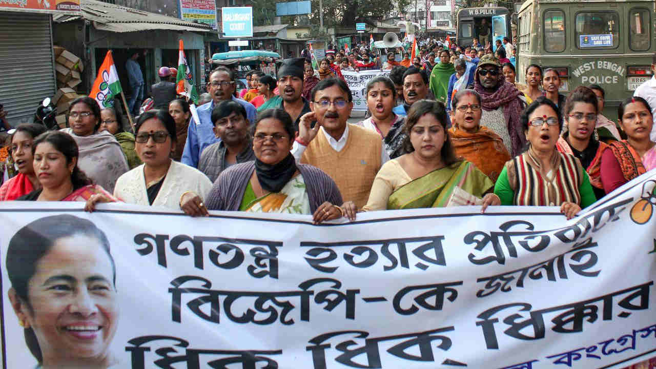 Prominent personalities, including poets and singers, have poured in to the dharna venue to lend support to Banerjee's protest. Actress Indrani Halder and senior ministers Arup Biswas and Indranil Sen were present in the morning on February 5 at the 'dharna mancha'. (PTI)