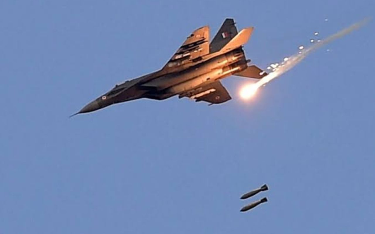 Timeline of the surgical strike: The IAF jets struck JeM hotbeds with 1,000 kg laser-guided bombs in Balakot at around 3.45 am, Muzafarrabad at around 3.48 am and Chakoti at around 3.58 am. (Image: Twitter/ Gajendra Singh Shekhawat)