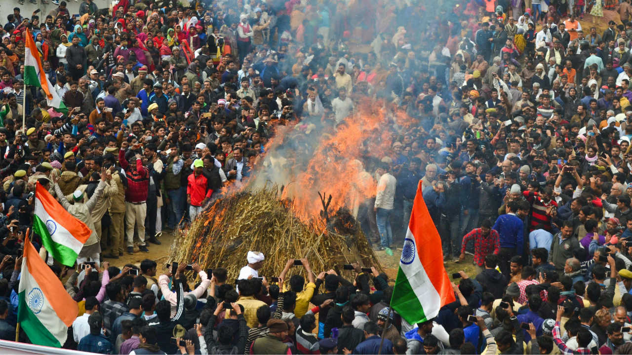 A large gathering during the cremation of slain CRPF Jawan Kaushal Kumar Rawat who lost his life in Pulwama terror attack, in Agra. (Image: PTI)