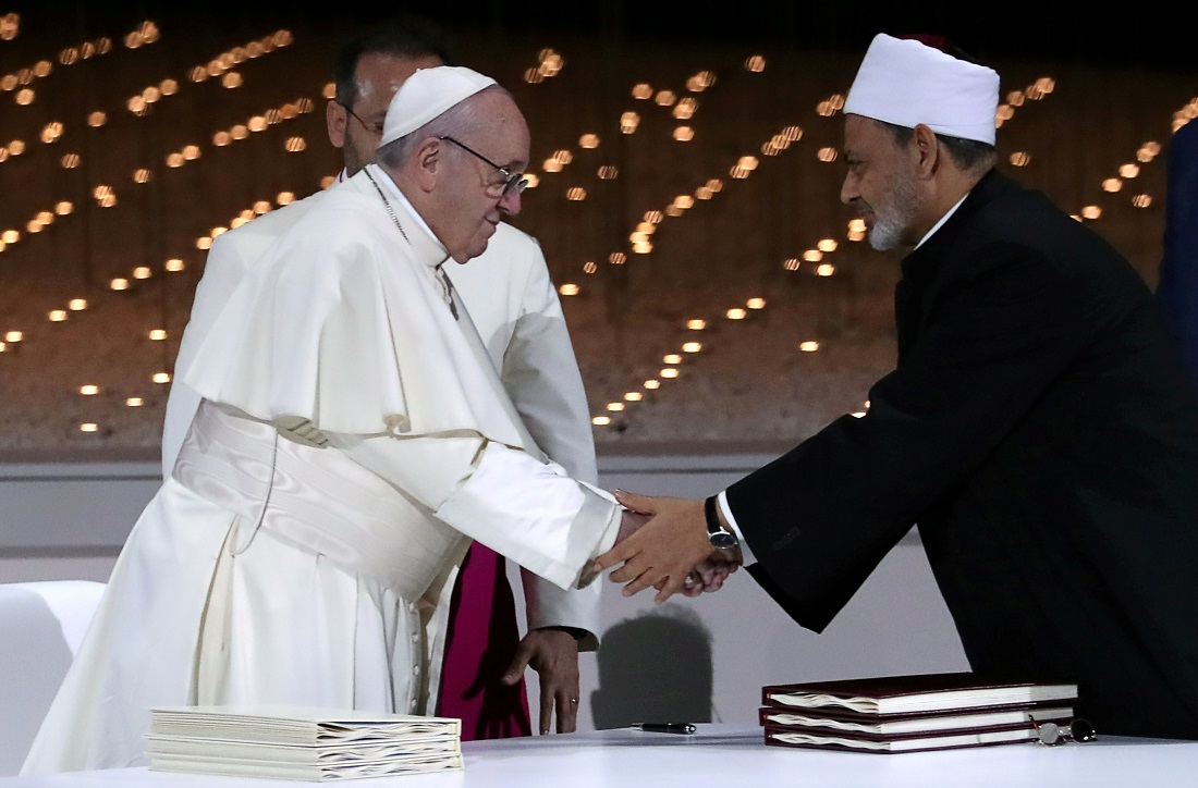 Pope Francis shaking hands with Grand Imam of al-Azhar Sheikh Ahmed al-Tayeb during an inter-religious meeting in Abu Dhabi, United Arab Emirates on February 4, 2019. The two called for the war in West Asia to end. - Image: Reuters