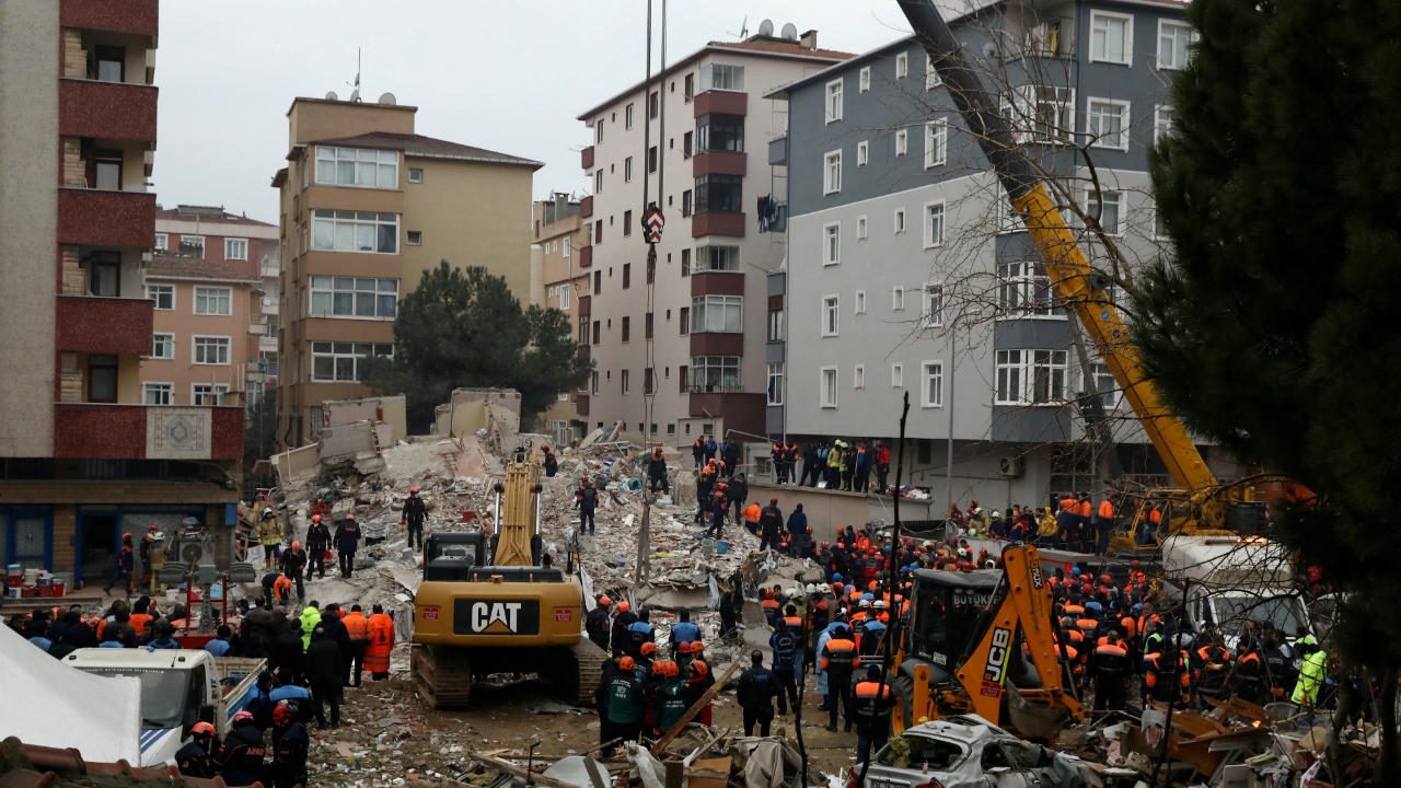 Rescuers are seen at the site of a collapsed residential building in the Kartal district, Istanbul, Turkey. (Image: Reuters)
