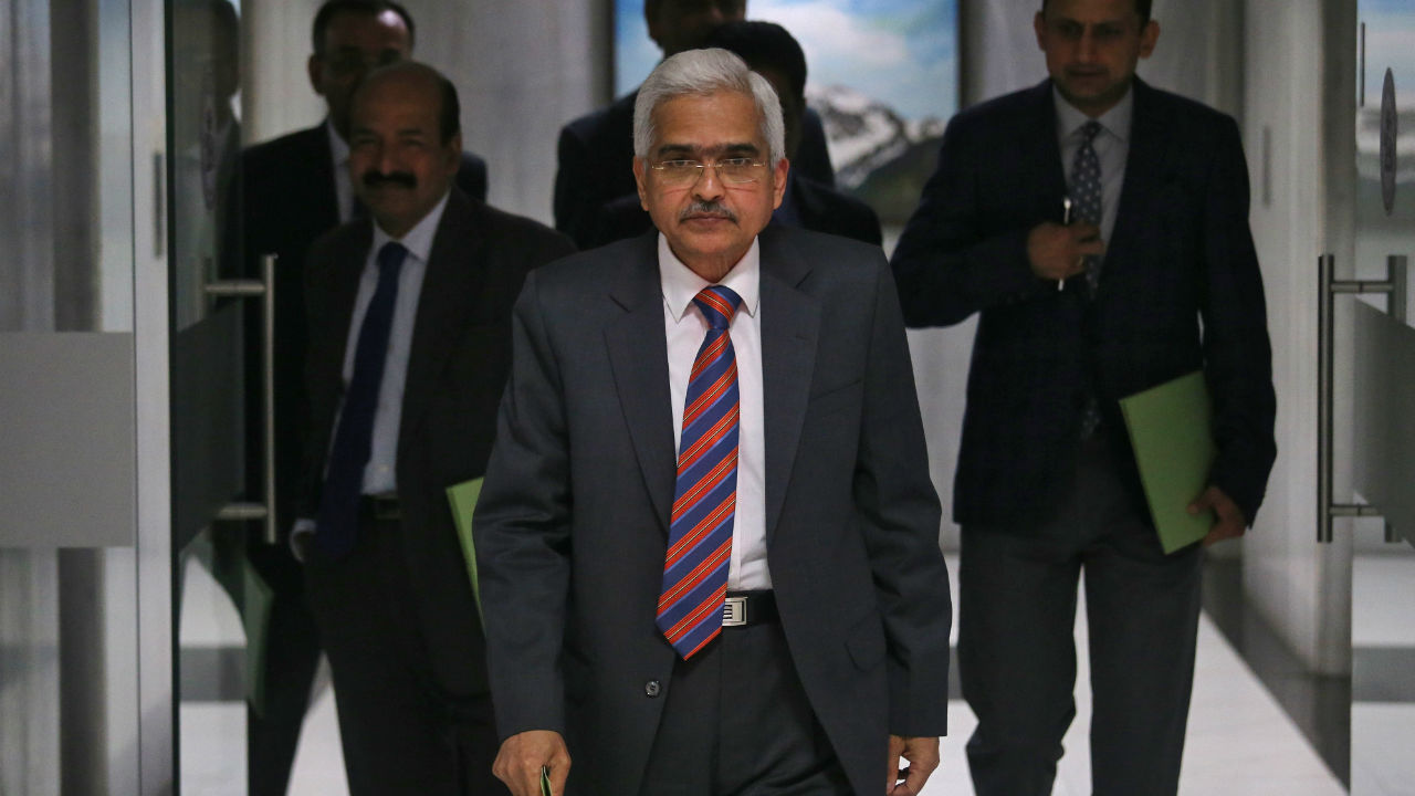 The Reserve Bank of India (RBI) Governor Shaktikanta Das arrives to attend a news conference after a monetary policy review in Mumbai, Maharashtra. (Image: Reuters)