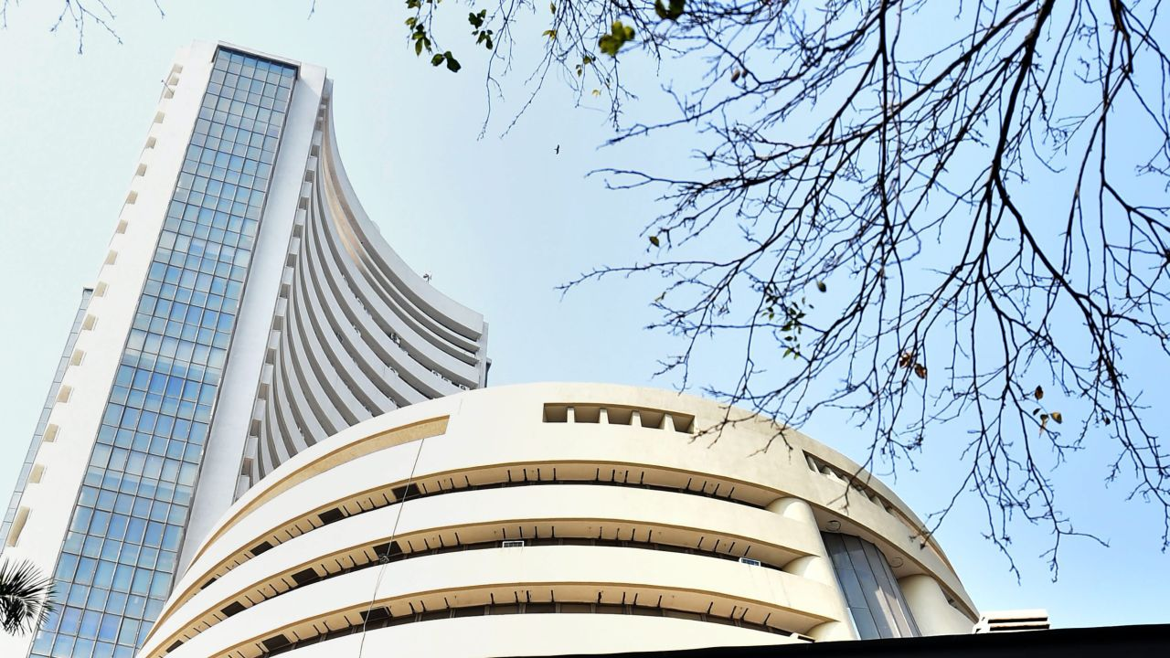 After falling about 1.28 percent in the previous session, benchmark indices resumed its upward march on September 26, recovering most of yesterday's losses. The Nifty ended September series above 11,550 level, while the Sensex ended 396.22 points higher at 38,989.74. On the sectoral front, metal outperformed logging over 4 percent gains followed by auto, bank, infra, energy, pharma and FMCG. Meanwhile, the BSE midcap index was up 1 percent and the smallcap index was up 0.4 percent. Here are nine brokerage picks that may return 12-57 percent