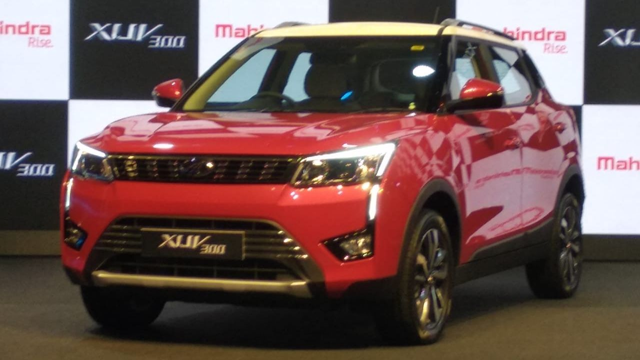 The XUV300 gets three variants W4, W6 and W8 with even the base variant getting ABS and dual airbags as standard and is available in six colours along with two dual tone paint schemes. (Image: Swaraj Baggonkar)