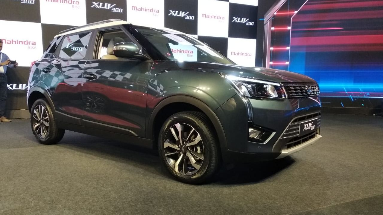 The diesel engine on the other hand is the same as the one that does duty on the Mahindra Marazzo but has been detuned for the XUV to produce 115 PS of maximum power and 300 Nm of peak torque. Both engines come mated to a 6-speed manual, but Mahindra does say there is an automatic variant also in the works. Both engines are ready BS-VI norms. (Image Source: Swaraj Baggonkar)