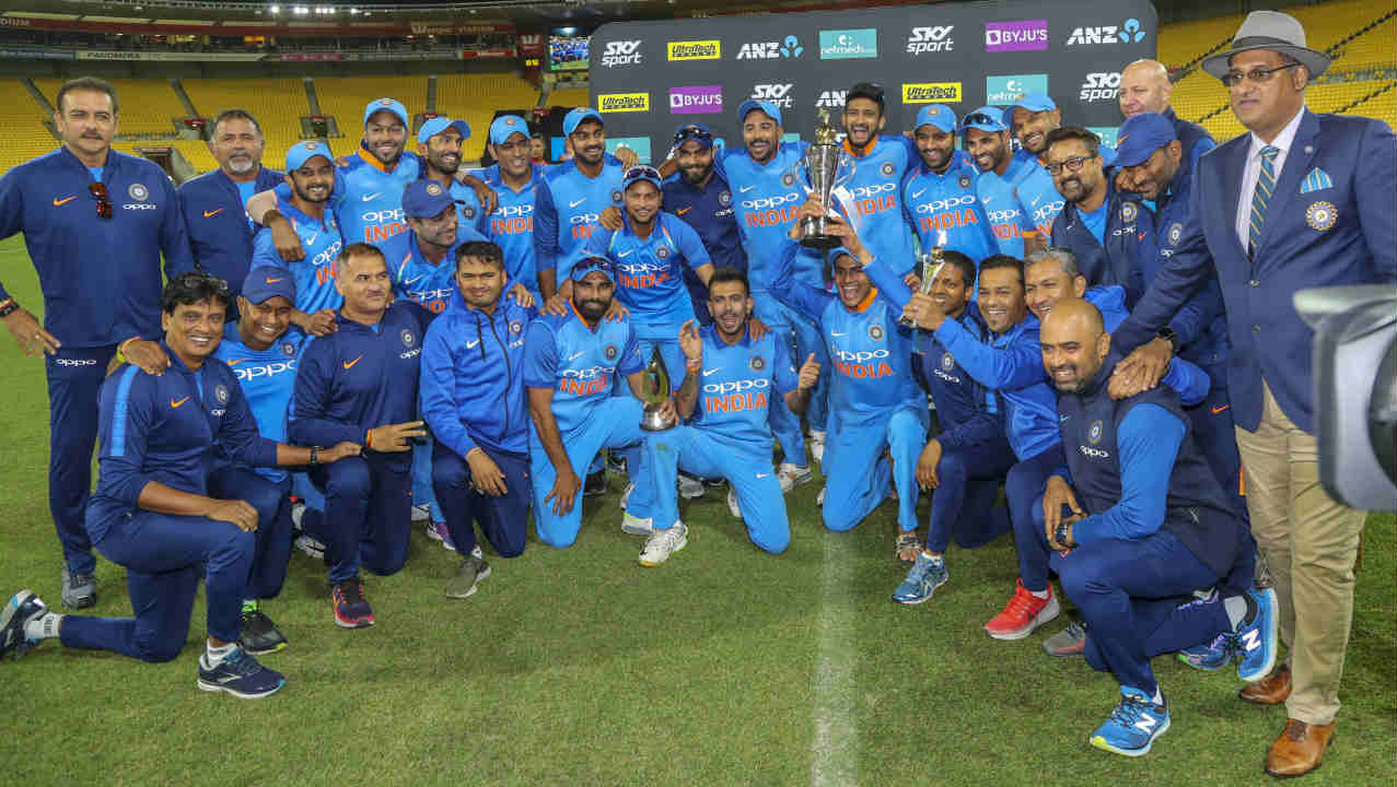 Hardik and Bhuvneshwar picked up the final two wickets to hand India a 35-run victory. India proved that the defeat in Hamilton was just an aberration as they wrapped up the series with a dominating 4-1 margin. Ambati Rayudu was named the Man of the Match while Mohammed Shami picked up the Man of the Series award. (Image: AP)