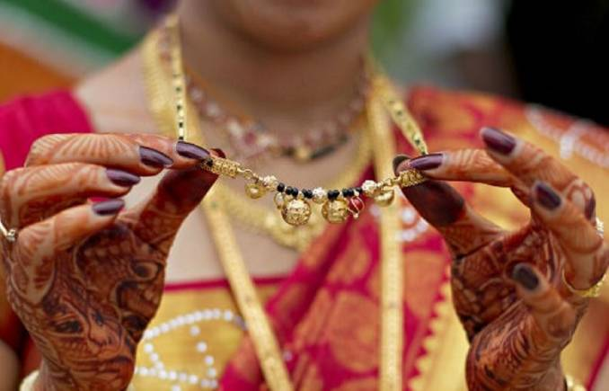 Gender bender: In a first, Karnataka brides tie mangalsutra to their  husbands