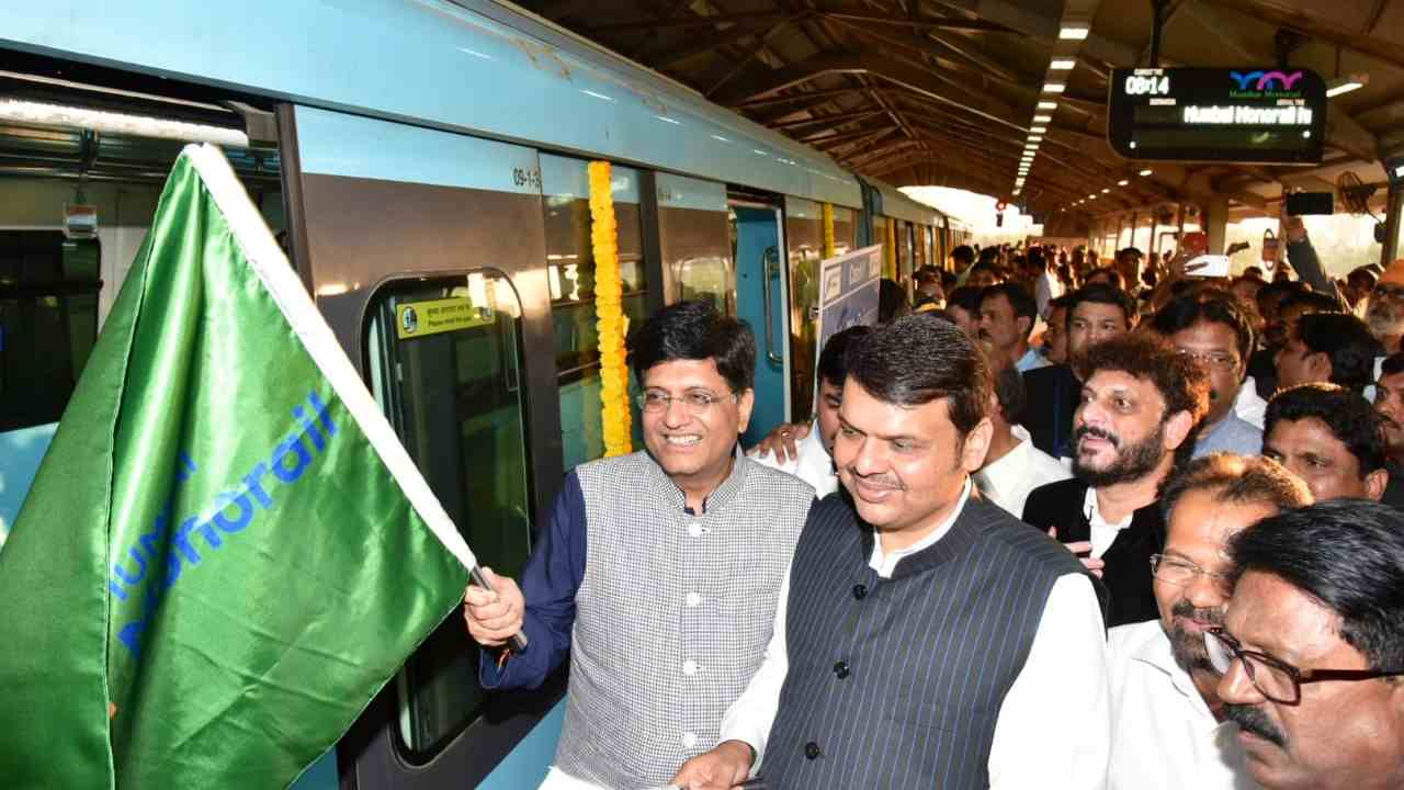 Chief Minister Devendra Fadnavis inaugurated the 11.28 km second phase of the monorail. The full route of the monorail is 19.54 km long, Chembur-Wadala-Jacob Circle. (Image: Twitter)
