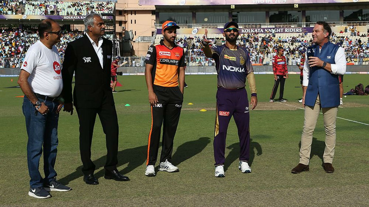 The Match 2 of IPL 2019 saw Sunriseres Hyderabad travel to Eden Garden to face Kolkata Knight Riders. With their regular skipper Kane Williamson being sidelined with an injury, Bhuvneshwar Kumar was appointed as the skipper of SRH team. KKR skipper Dinesh Karthik won the toss and elected to bowl. (Image: BCCI, iplt20.com)