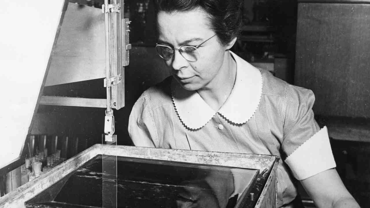 6. Katharine Blodgett - Invisible glass | In 1918, Blodgett was one of the first women to work at General Electric (GE) as a scientist. The method, which involves creating a monomolecular film on a liquid surface, is still used today. Blodgett's glass was first used in the set of the 1939 film 'Gone with the Wind'. (Image: Wikimedia Commons)