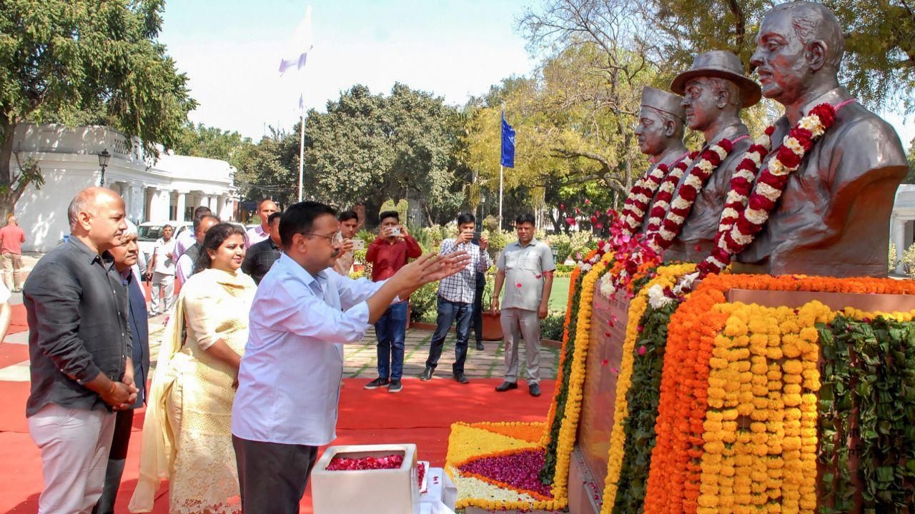 Delhi Chief Minister Arvind Kejriwal pays floral tributes to ShaheedBhagatSingh, Shaheed Rajguru and Shaheed Sukhdev on the occasion of 'Shaheedi Diwas', at Delhi Legislative Complex in New Delhi. (PTI)
